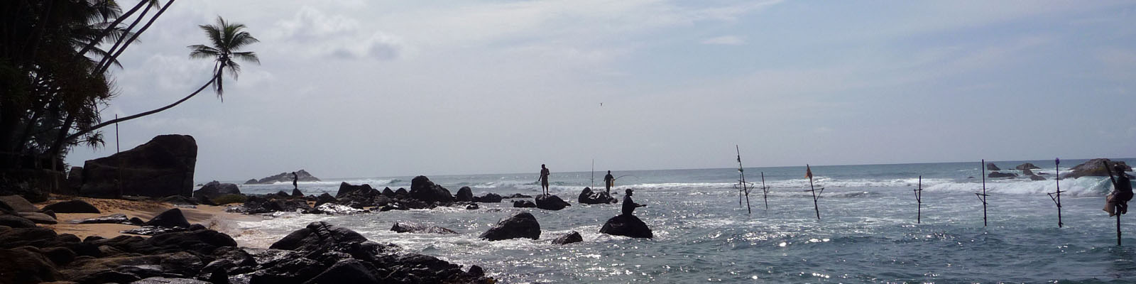 Stelzenfischer am Stand von Hikkaduwa bei einer Sri Lanka Rundreise